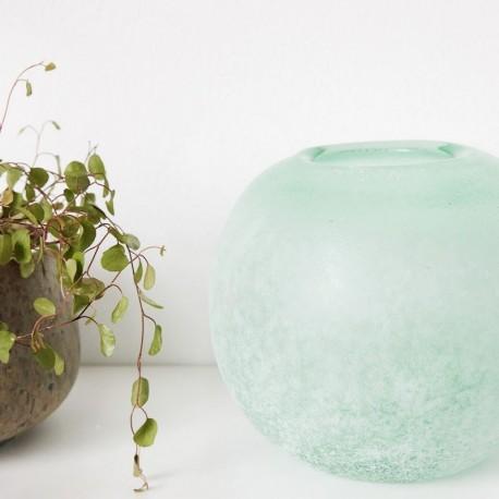 Vase boule en verre effet poli givré vert House Doctor RD