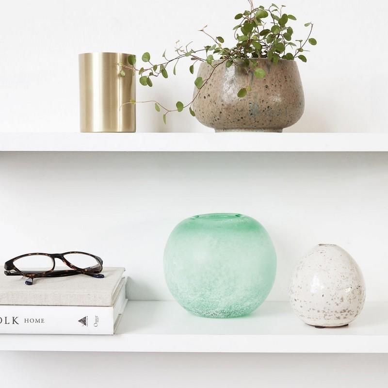 vase boule house doctor rd vert en verre effet poli givre. Black Bedroom Furniture Sets. Home Design Ideas