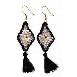 Boucles d'oreilles losanges perles violet noir pompons Madam Stoltz