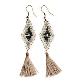 madam stoltz boucles d oreilles ethniques losanges pompons perles blanc argent