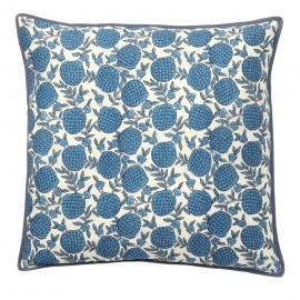 Housse de coussin soie motif fruits exotiques Bungalow Denmark bleu