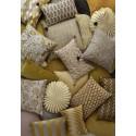 bungalow denmark housse de coussin carree soie fleuri jaune peacock