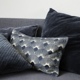 Housse de coussin rectangulaire style art déco bleu House Doctor Ananda