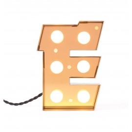 seletti caractere lampe ambiance applique lettre e metal dore ampoules led