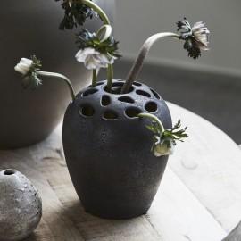 vase a trous pour fleurs  gres noir house doctor varios