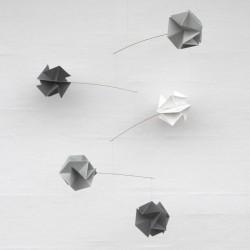 Mobile suspendu origami en papier livingly molecule mobile gris