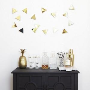 decoration murale triangles en metal laiton dore set de 16 confetti triangles umbra 1004369-104
